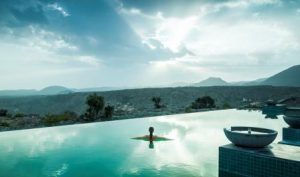 anantara-al-jabal-al-akhdar-resort-pool-lifestyle_low