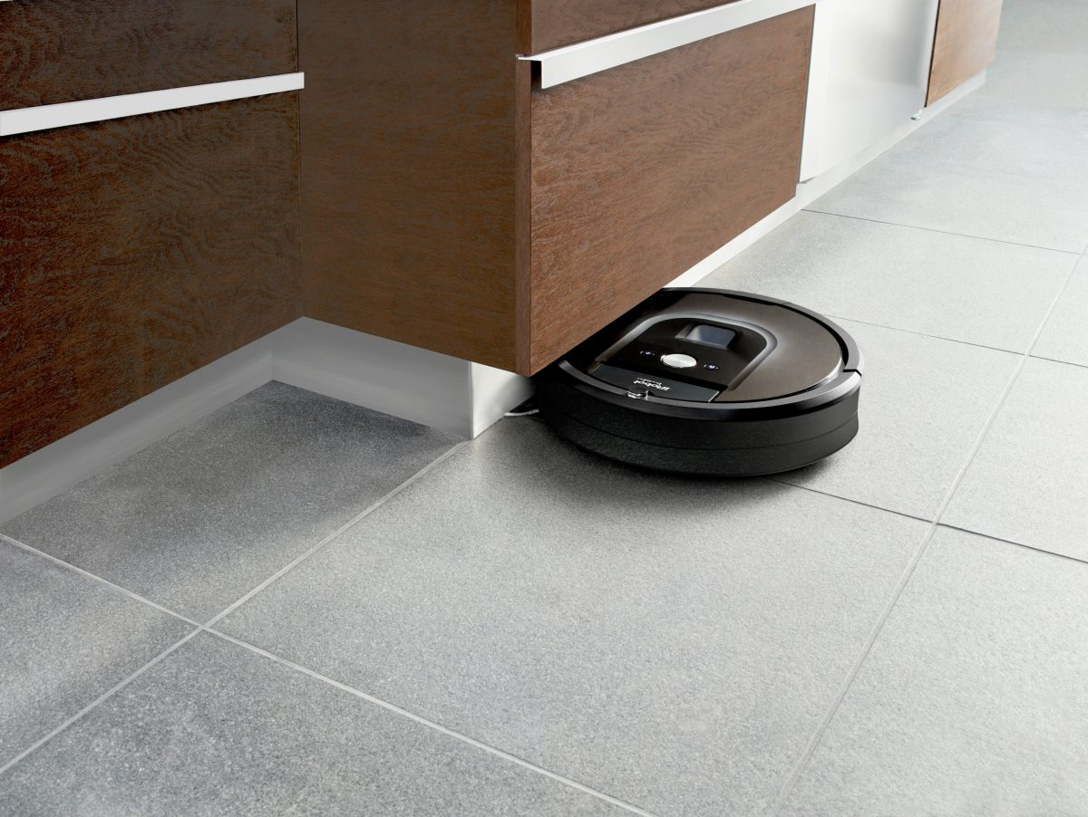 Roomba 980 action_copyright iRobot_2015