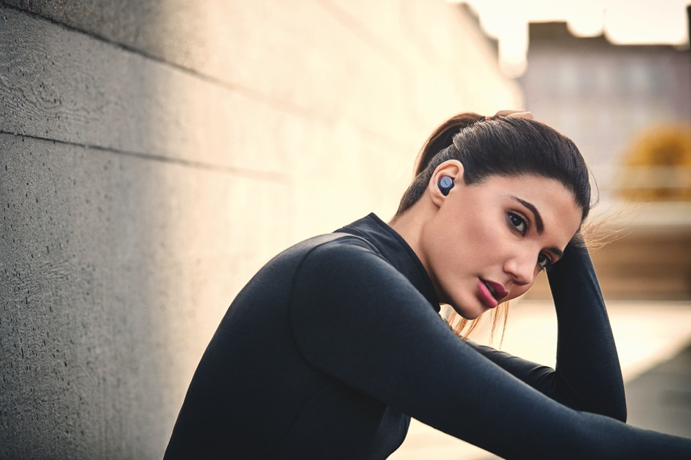 JabraEliteActive75t_Navy_LeadFemale_Run 02